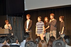 (左から)井澤詩織さん、河野氏、<br /> ジョン・ジュンミョン氏、グォン・ドヒョン氏
